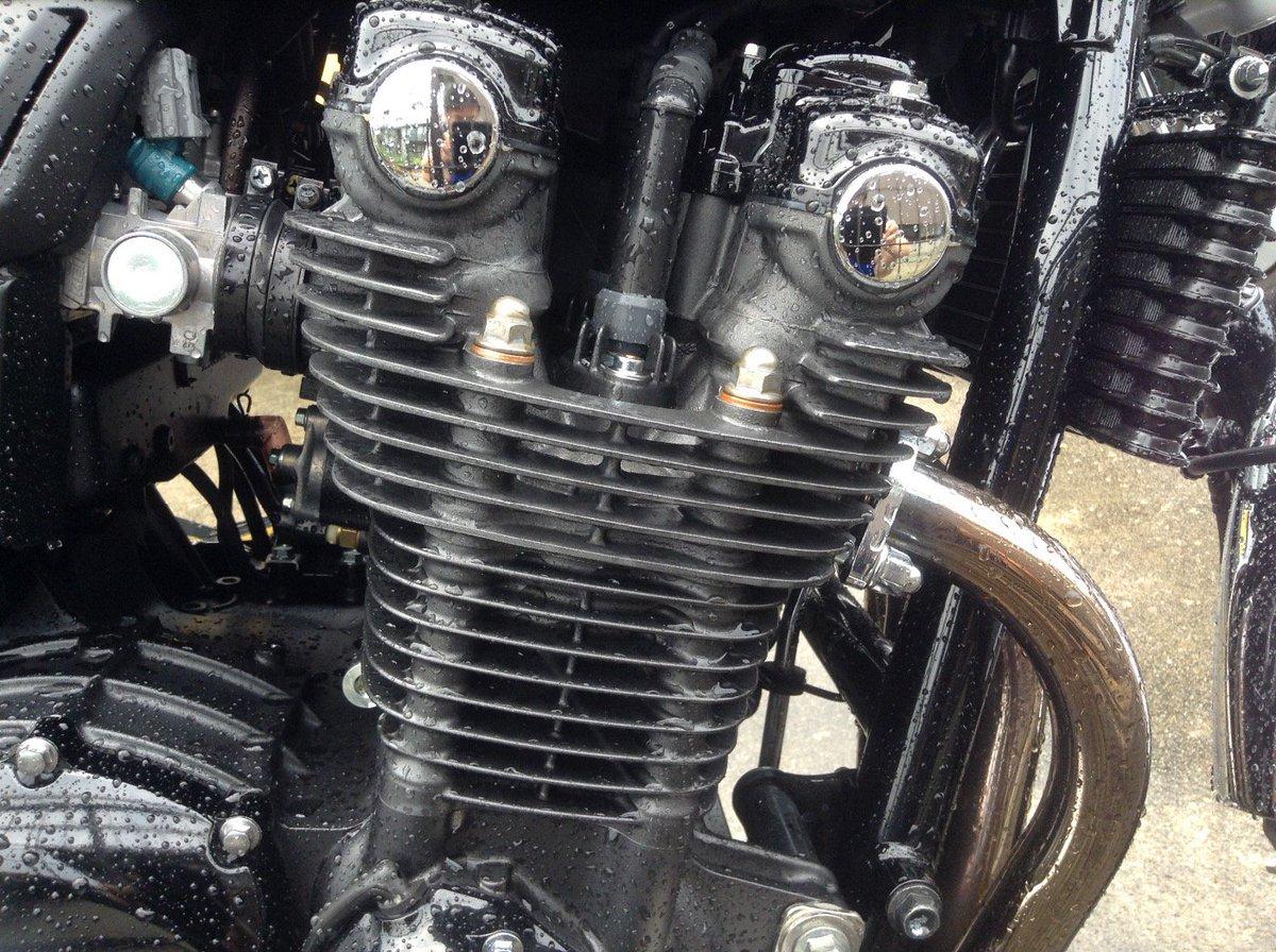 CB1100の魅力はこのエンジン。フィンの美しさと程良いパワー、空冷独特のサウンドがいい。 https://t.co/JNciQl1zxH