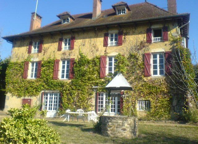 Manor house, guest house, stables and trout fishing for sale Vienne France €315,000 https://t.co/ZbtkChwpNI #luxury https://t.co/vdyvBhyTzf