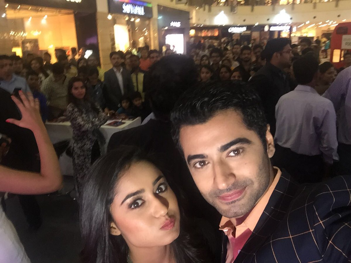 Harshad and Tridha off screen image-picture