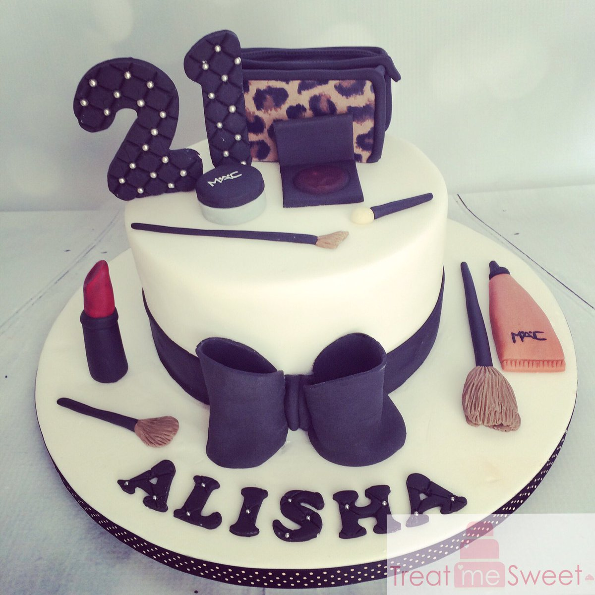 Awesome Treat Me Sweet On Twitter Make Up Cake With Edible Mac Make Up Personalised Birthday Cards Sponlily Jamesorg