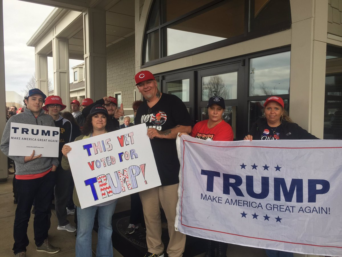 Some #Trump supporters have been in line at the #SavannaCenter since 11pm Saturday @whiotv https://t.co/6J5fBUj8MQ