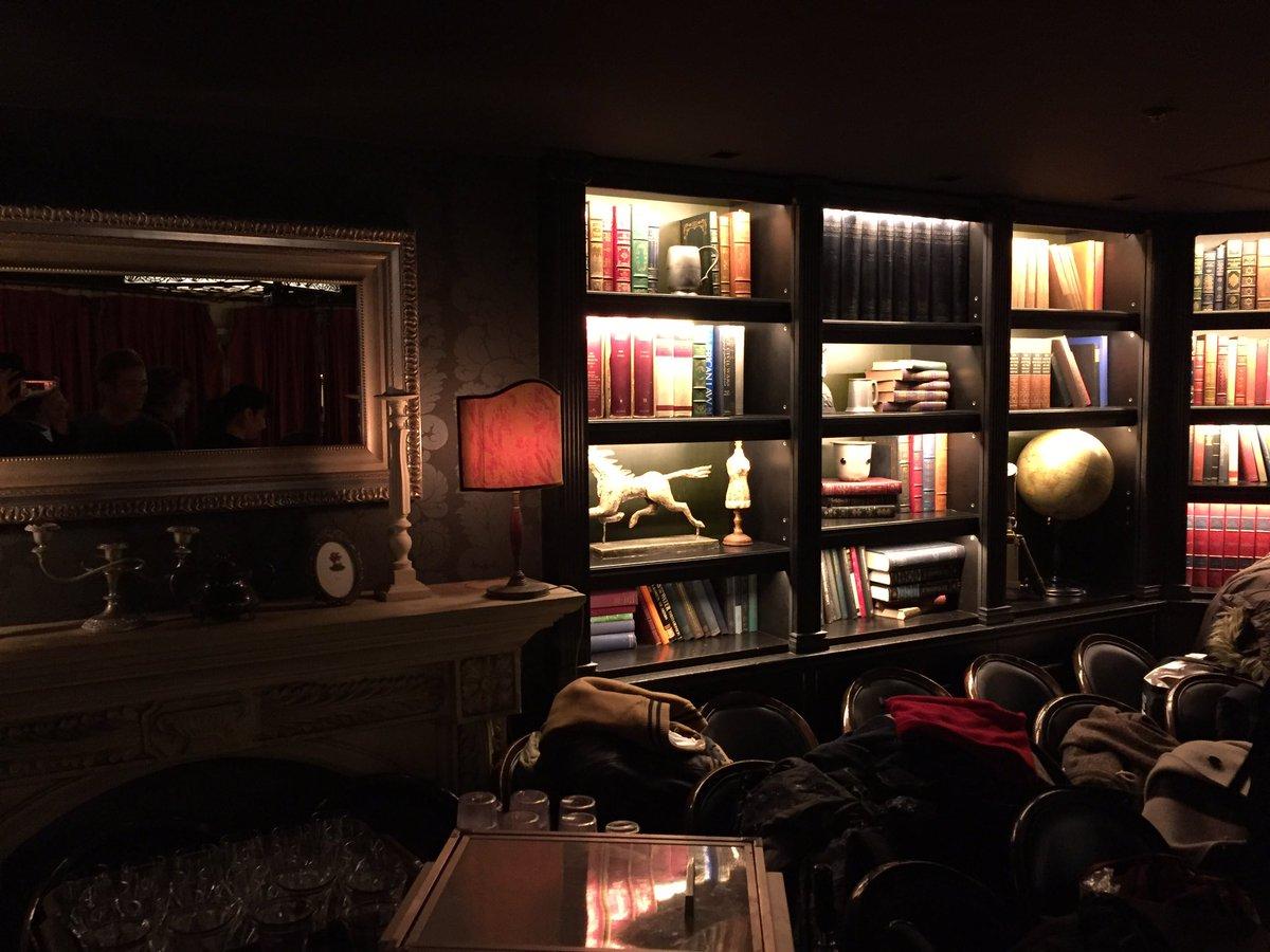 Dance With Devils オールアップ!? 千秋楽無事に終わりほっとしました。  打上げ会場まで第三図書室みたいでしたとさ。 素敵な会場でした(( _ _ ))..zz  おつかれした!!!  #ダンデビ #デビミュ