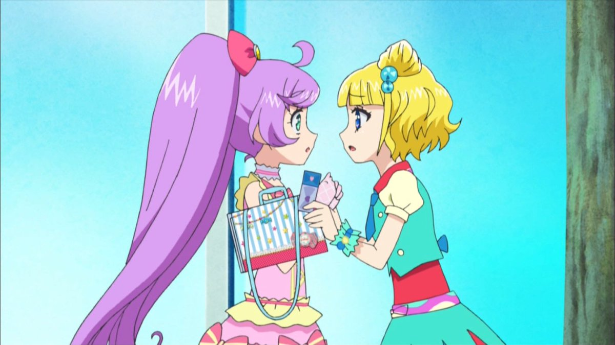 この対比いい #pripara https://t.co/6xlxT4VsMI