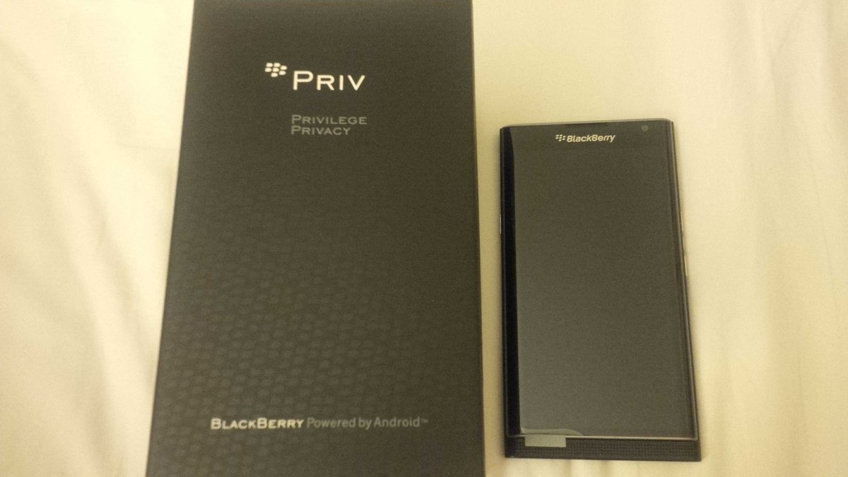Thrilled @BlackBerry family came2the concert 2day!They so generously gave me this new BlackBerry Priv as a gift!Wow! https://t.co/PgHYovH6vH
