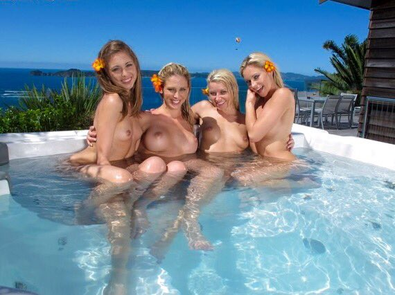 #SundayBumday Flashback to NZ wanderlust with these lovely ladies @CherieDeVille @RileyReidx3 @AnikkaAlbrite