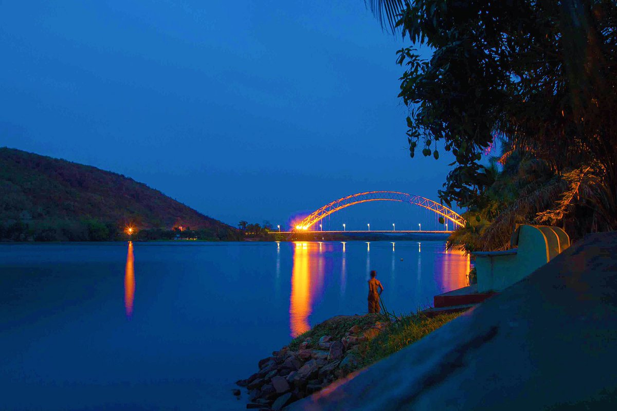 The Adomi Bridge • lakeside of The Volta • March, 2016 https://t.co/t1936wbiEJ