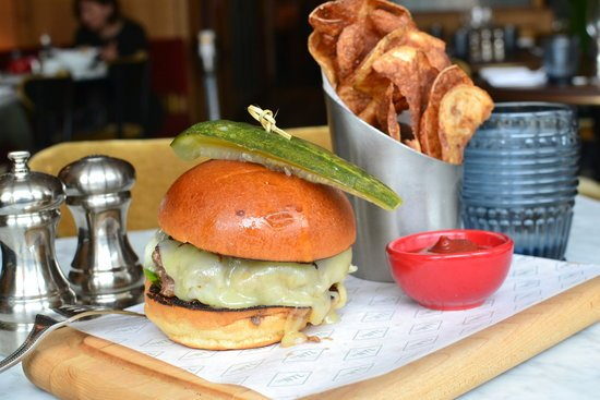 "The ""Ugly Burger"" at The National in #Greenwich may be best burger in CT Here's why @gzchef  https://t.co/tPaJ4N1XP2 https://t.co/5qEQA2D0Qf"
