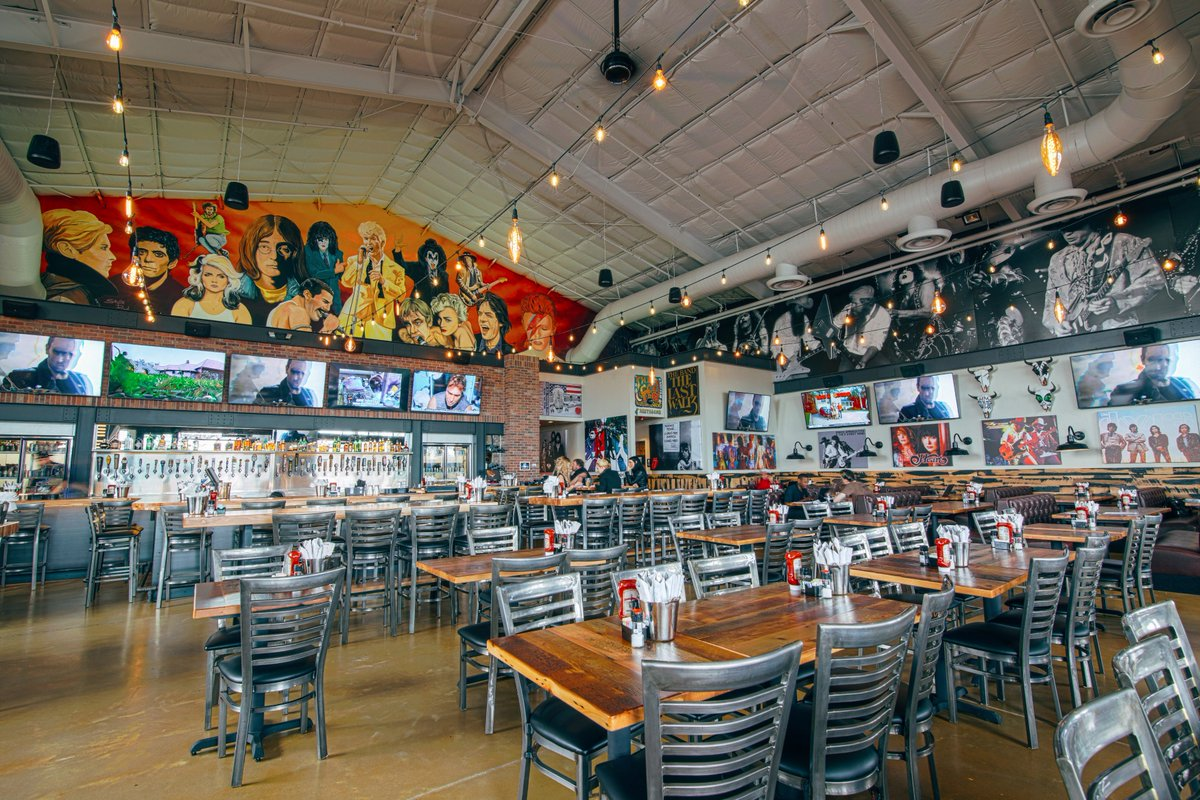 The new @KISSOnline-owned restaurant, @RockAndBrews, opens today in The Colony https://t.co/v18oOF0EA0 https://t.co/WYmNNxU4Yh