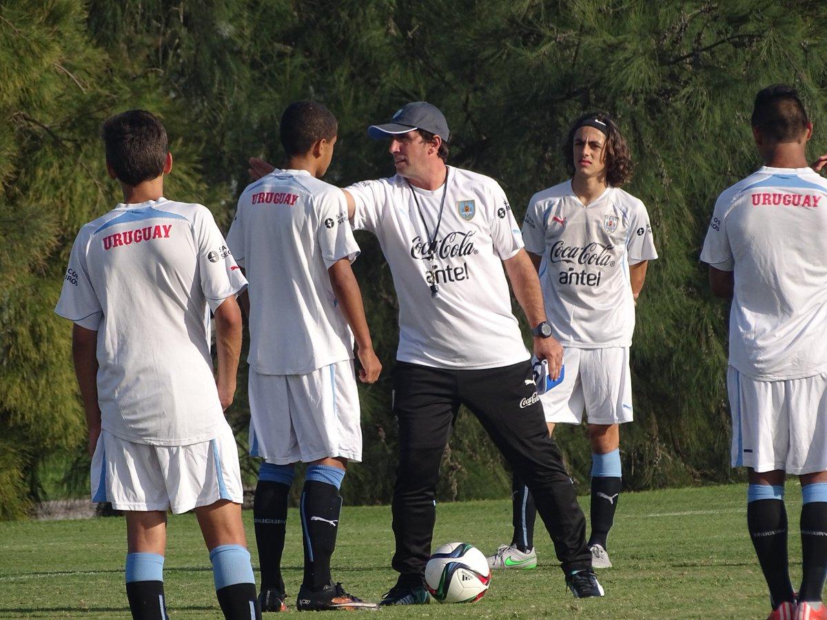 Resultado de imagen de FOTOS DE DIEGO DEMARCO DT SUB 15 DE URUGUAY