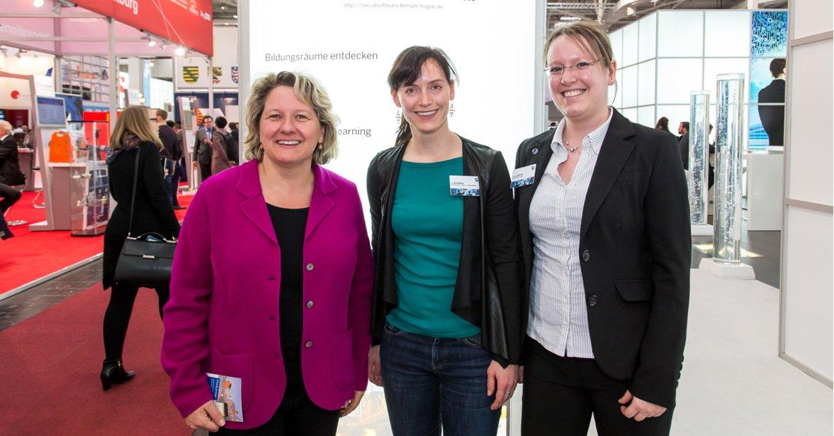 NRW-Wissenschaftsministerin Svenja Schulze (@MIWFNRW) hat uns gestern an unserem @CeBIT-Stand besucht. cc: @gophi https://t.co/a2pb8fKyHE