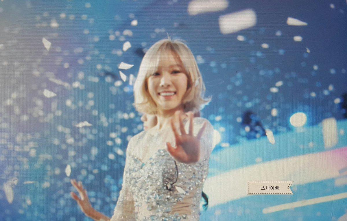 160315 DDP 스타일 아이콘 아시아 소녀시대 멤버 태연 직찍 프리뷰!  태연이 웃는모습 좋다♡ #SNSD #Taeyeon #소녀시대 #태연 https://t.co/N8Nm4LwTcC