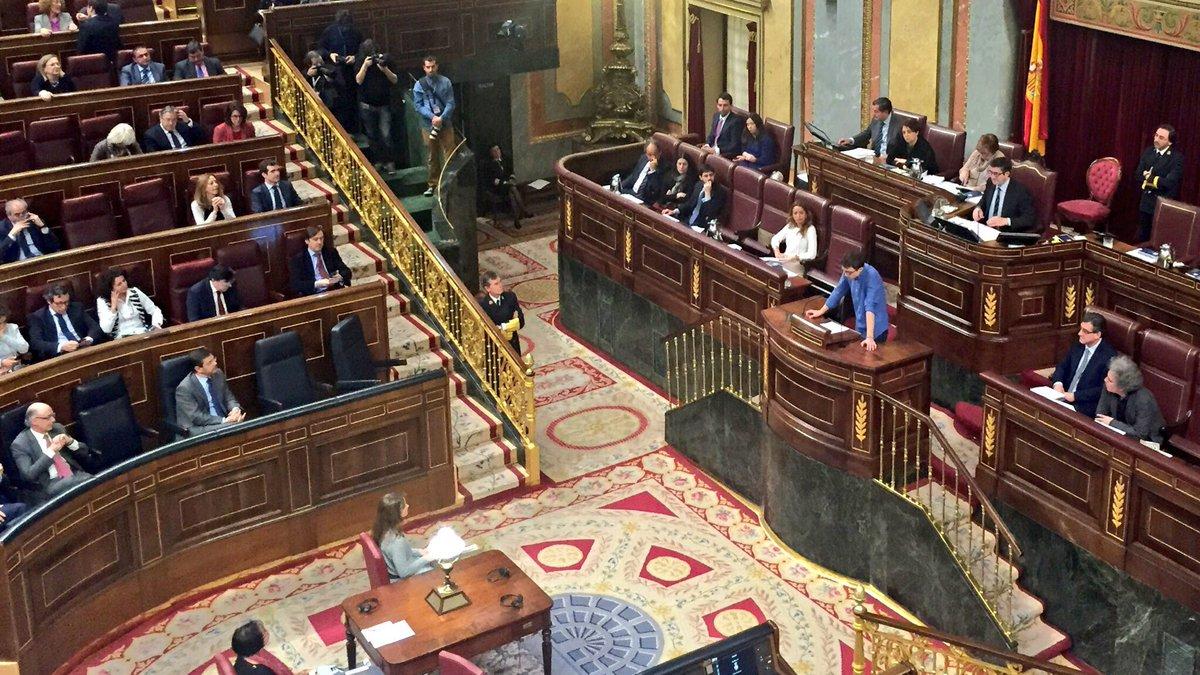 """""""Con sus políticas fabrican independentistas"""", dice @ierrejon a PP y Ciudadanos. #pleno https://t.co/p4x9FfOfgv"""