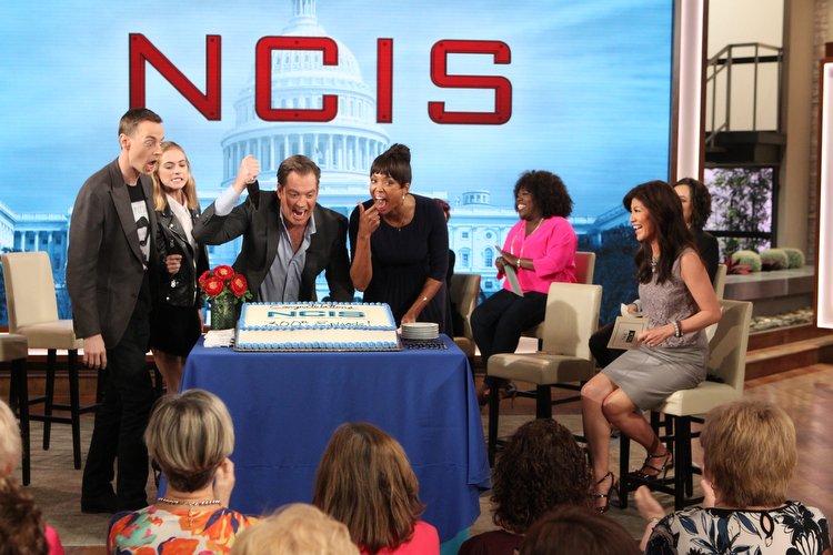 Michael, Emily, Sean, pořad CBS The Talk - oslavy 300. dílu (13 - 18. Zaměřovač)