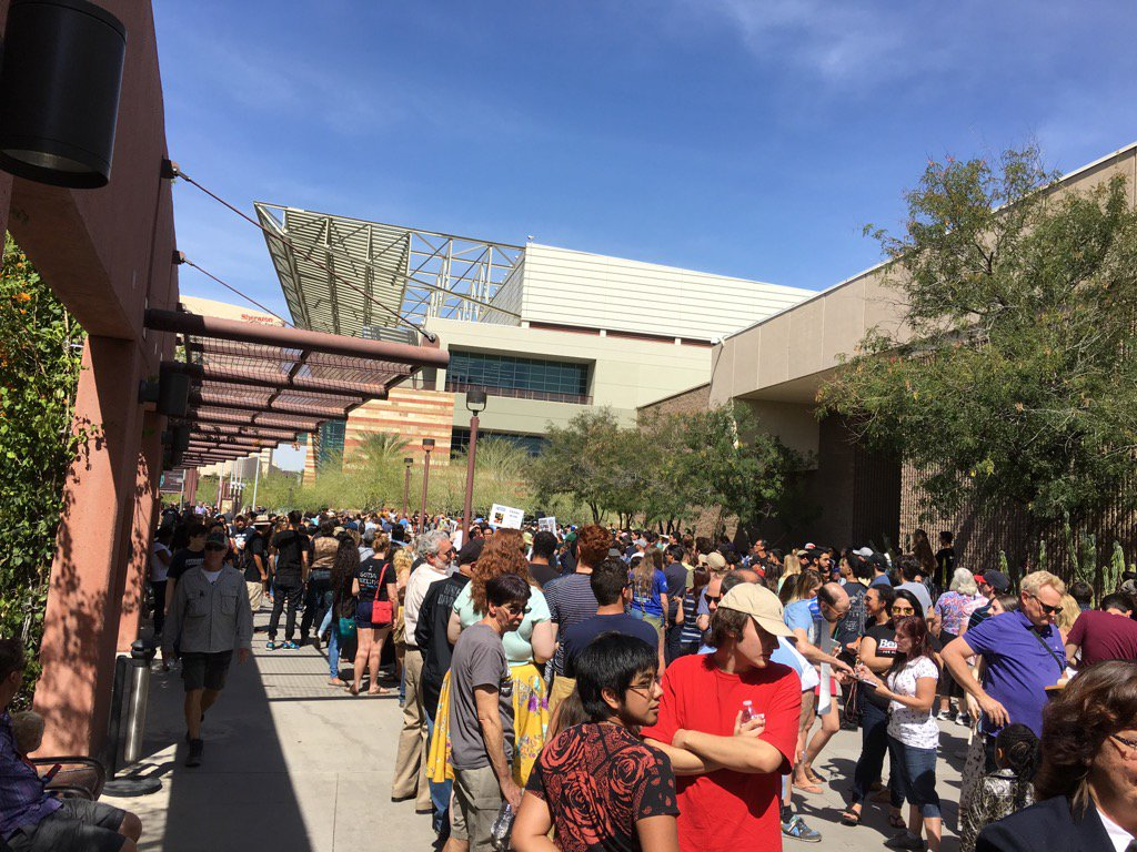 The crowd for @BernieSanders is insane in downtown Phoenix. Cc @michaelwhitney https://t.co/AfvoKBWhAr
