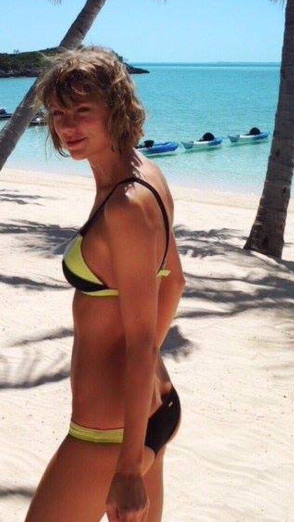 Bikini butt crak