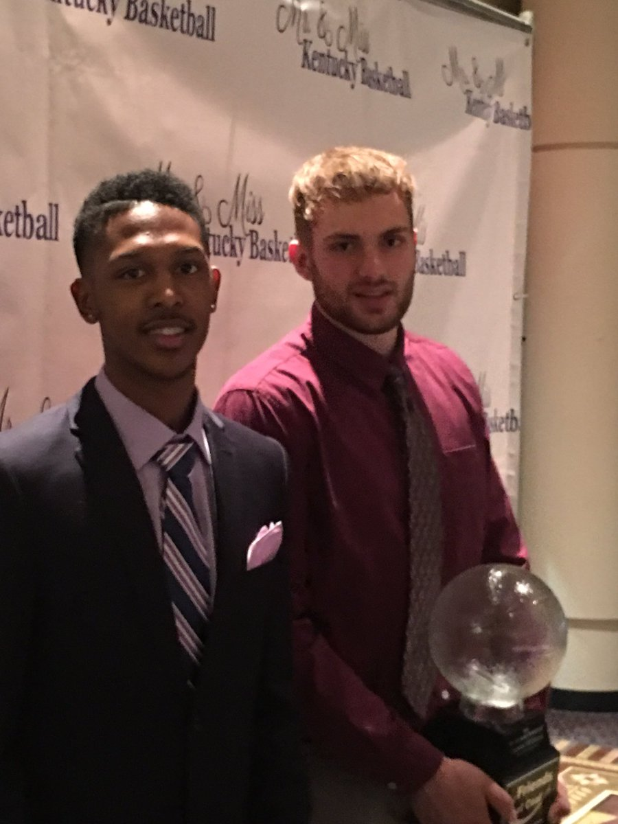 Faulkner (left) with Williams after he won Mr. Basketball via @Pure_Prospects.