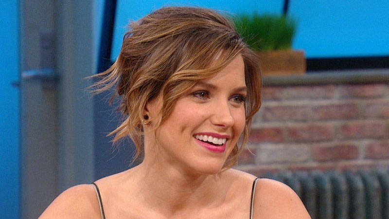 .@SophiaBush talks about her love of pitbulls and her new beauty initiative. https://t.co/WdVrjWnlPk
