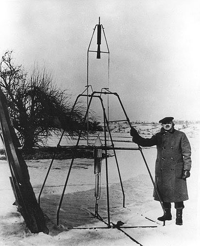 Robert Goddard launched the world's first liquid-fueled rocket on this day in 1926. More: https://t.co/GiGM3sBEkY https://t.co/RimDWeAyaH