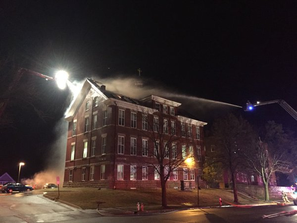 Huge fire erupts at Loras College this morning https://t.co/lqIdxALIzN https://t.co/AqMW4kMmv4