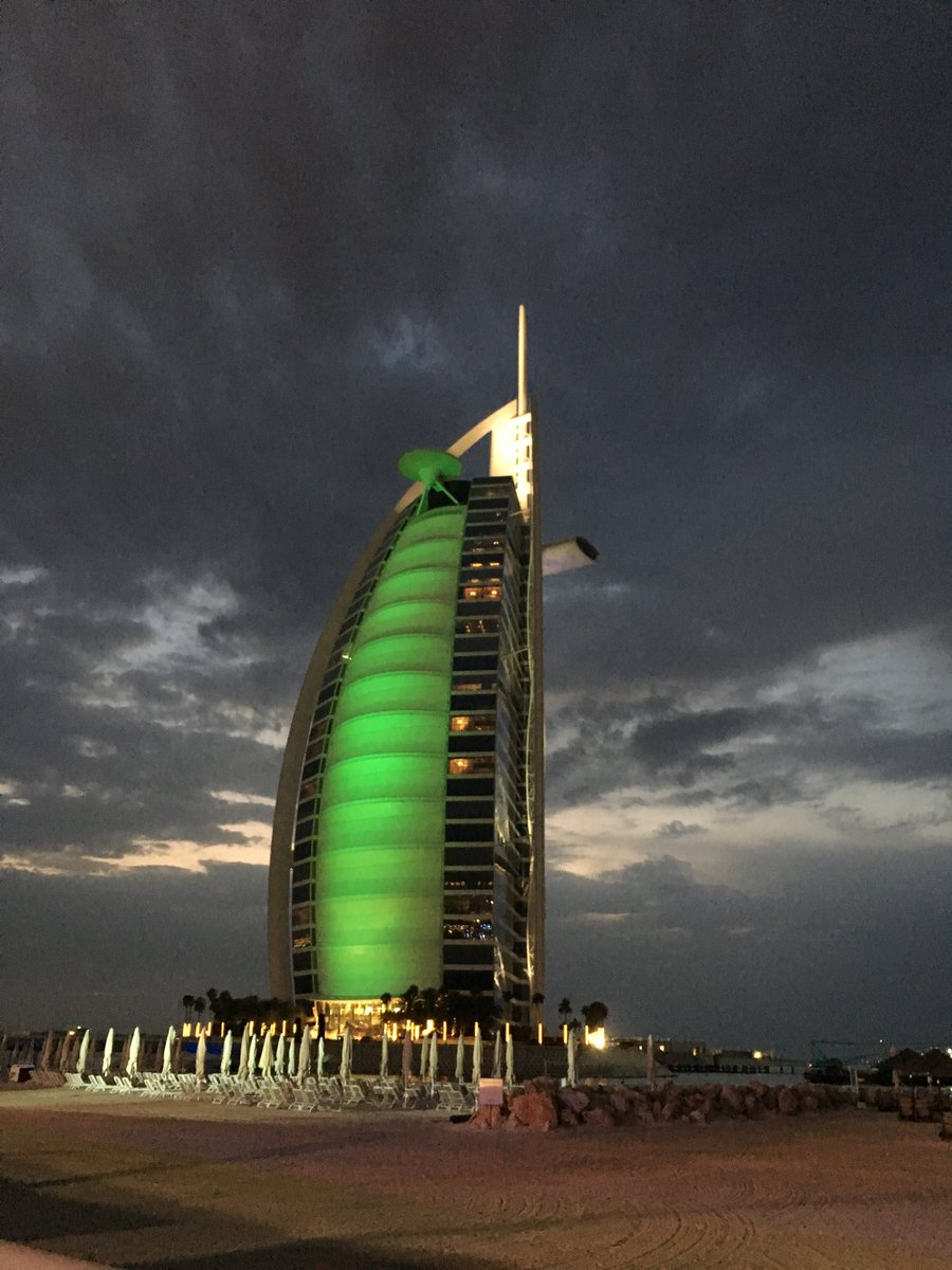 @BurjAlArab goes green for Ireland's National Day in the UAE #GoGreen4PatricksDay https://t.co/3nst7r8abz
