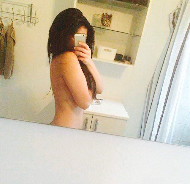 Nude Selfie 4127