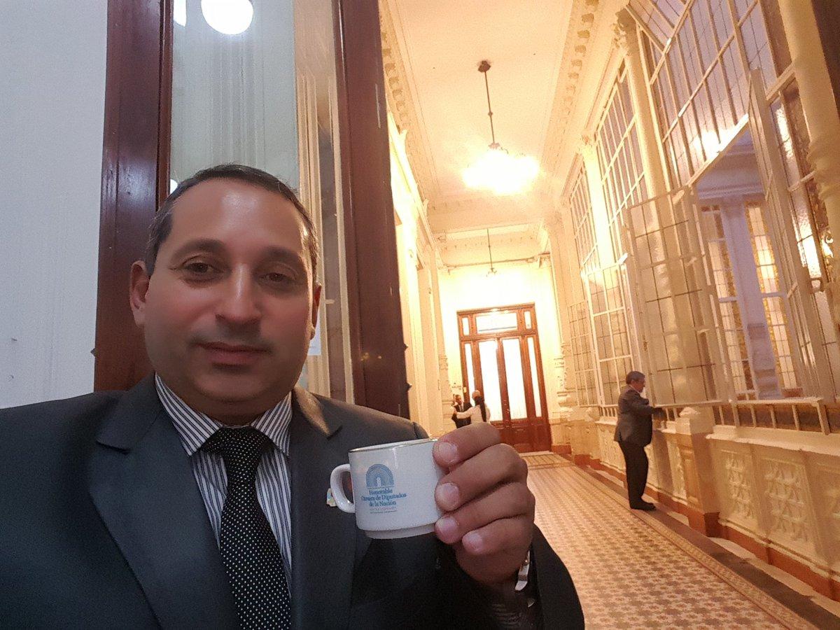 Urtubey pidió a Claudio Damore que realice el voto electrónico para mostrar la ?facilidad de su uso?