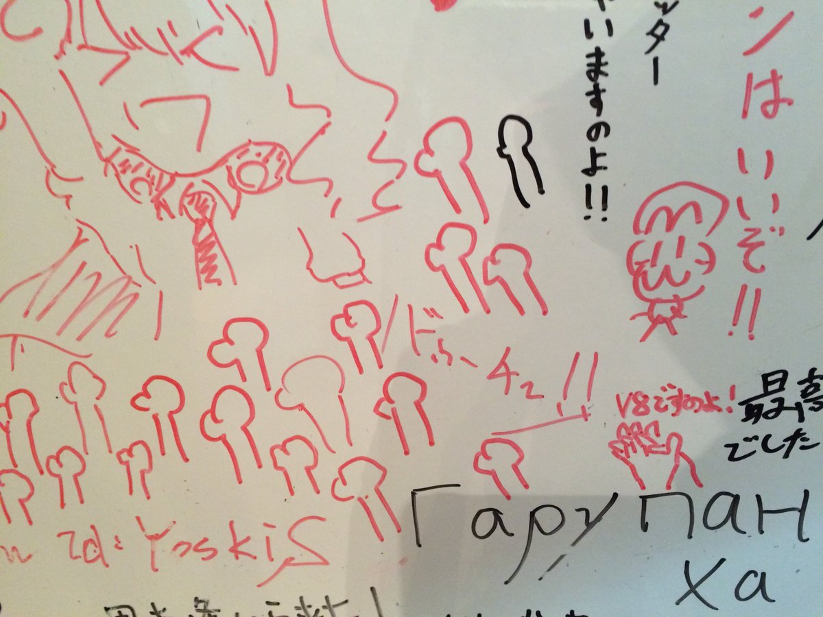 塚口地下の展示室のドゥーチェの絵。ドゥーチェコールやってる人が当初から激増してるし、V8を讃えるローズヒップも5日前にはなかったw 面白いw https://t.co/AzUH3KYDRP