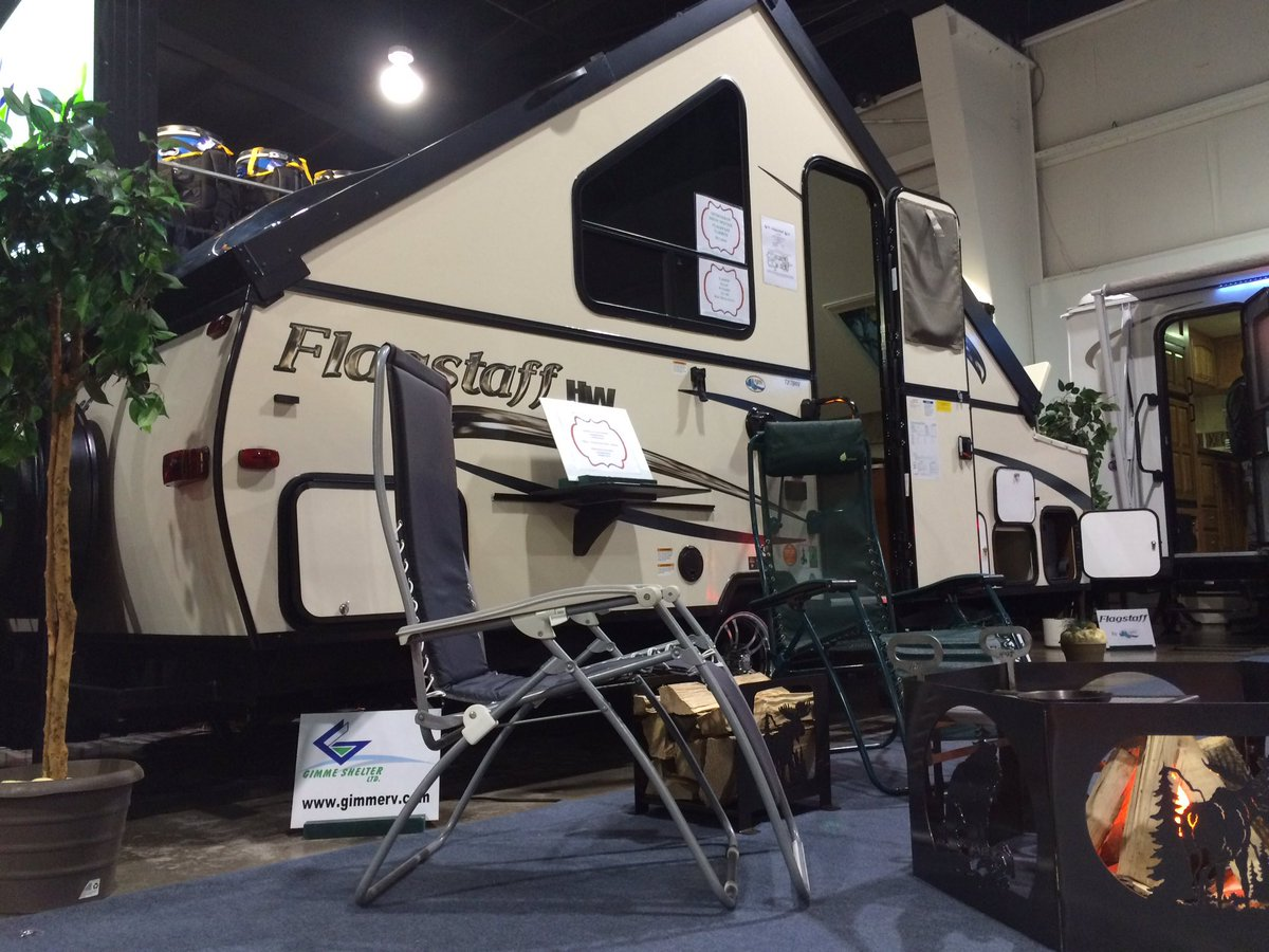 Not new design but Flagstaff a-frame popup campers r neat. Even a wee bubble/skylight for extra headroom. #tss16 https://t.co/Yco0Q2x8g9