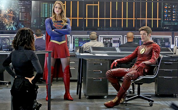 See photos from #TheFlash-#Supergirl crossover! https://t.co/PyC4DBYTyq @AJKreisberg @grantgust @MelissaBenoist https://t.co/zKTJN3AbxF