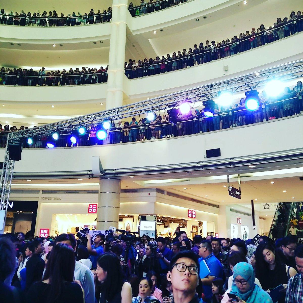 Bila kau panggil artis Korea datang ke launch event, inilah crowd yang akan kau akan terima https://t.co/2z3qKzCXjJ