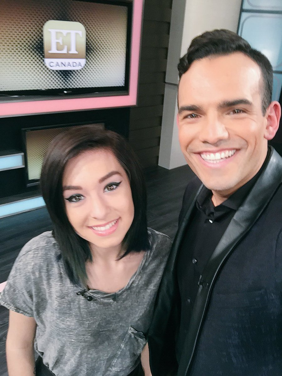 Sat down + chatted with the amazing @TheRealGrimmie in our @ETCanada studios! She is playing tonight @OPERAHOUSETO https://t.co/Ny20Tde1wX