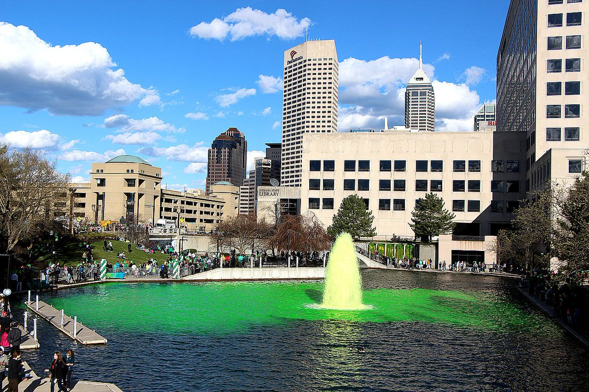 #Indianapolis #Indiana: Is this a beautiful city or what? @indystpats Greening of the Canal cc: @IndyMayorJoe https://t.co/BCK1OWhVGD