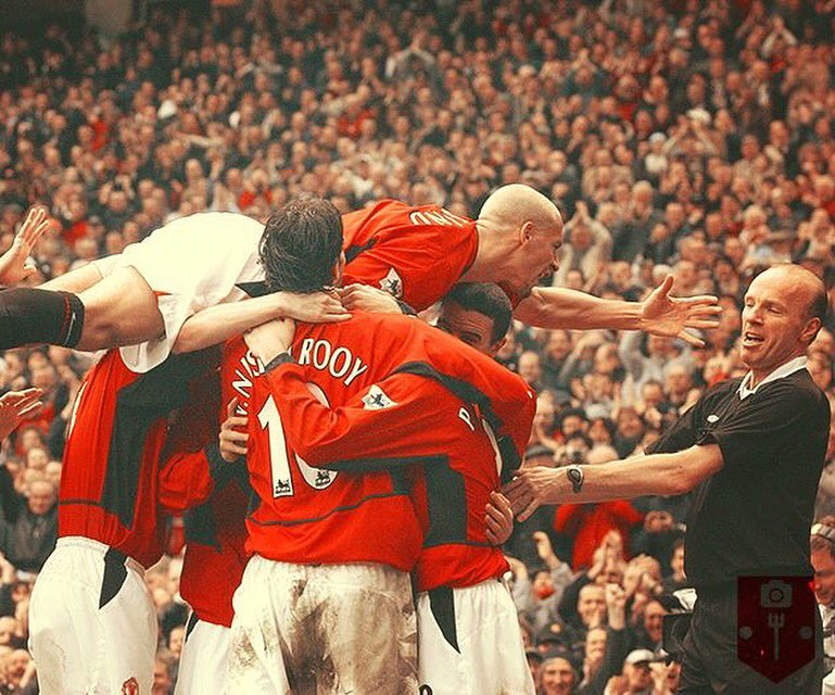 More celebrations like this tonight pls... Come on @ManUtd #tbt ⚽️ https://t.co/UIgnOVXIcl https://t.co/7LYqgjHMUT