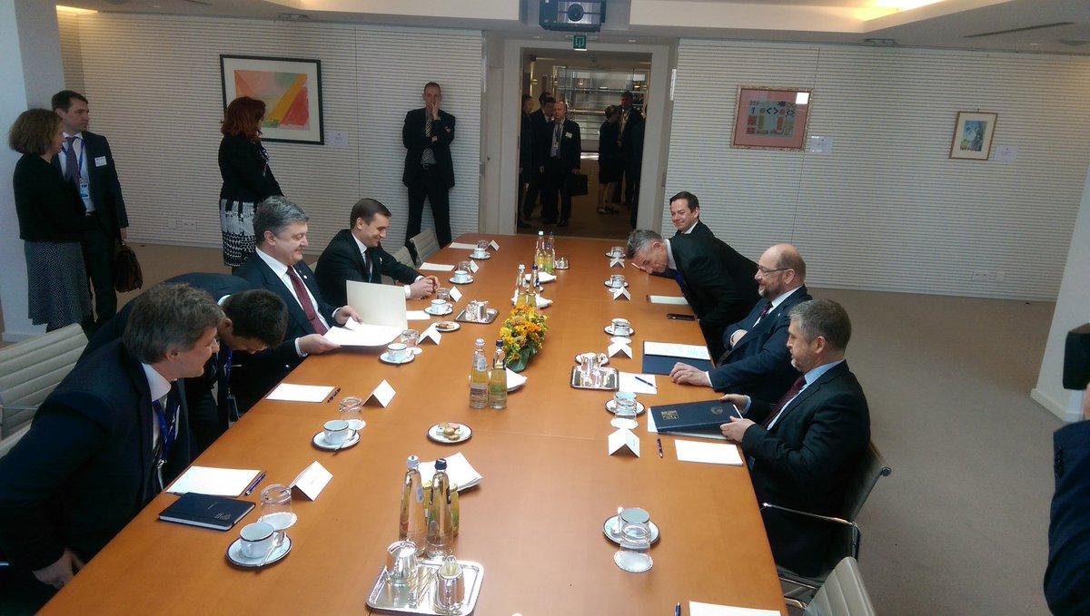 Порошенко передал Туску санкционный «список Савченко»