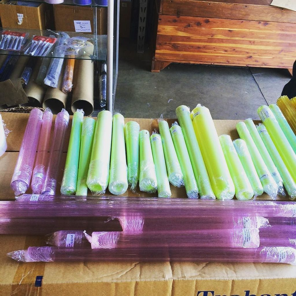 Some pink Lolly and slime tubing from TAG just arrived #hypnotizedglass #rawshop#newarrivals#glassfoig #glassart #g… https://t.co/6vUzoAS0Xb