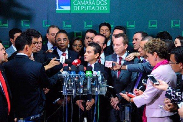 NOTA OFICIAL: PRB decide sair da base de apoio do governo Dilma https://t.co/Cpfx0gEpuK https://t.co/7WjWAeaw9J
