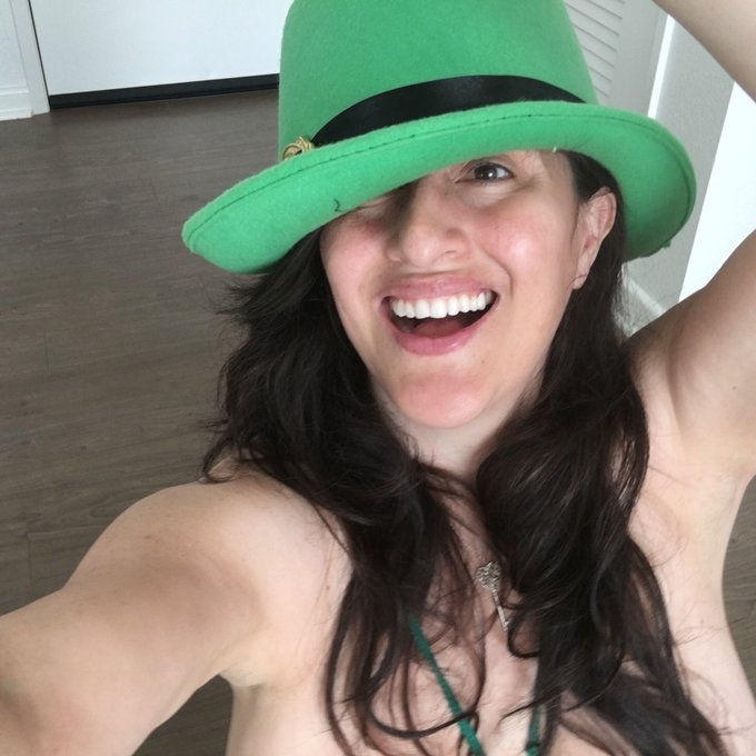 Happy #StPatricksDay my loves May the luck of the Irish be with you??????? https://t.co/FjEUOMBipv