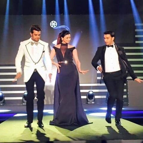 Totally owning the stage with his Pinga steps! Ranveer Singh with ManishPaul & Daisy Shah #TOIFA2016 Dubai