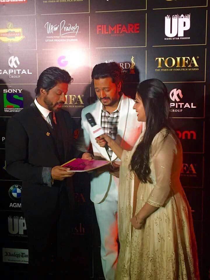 Shahrukh Khan & Riteish Deshmukh at TOIFA 2016 Dubai - Technical Awards