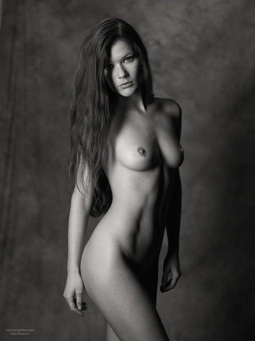 from Sweden #blackandwhitephotography #nude #artnude #redhead #blackandwhite #artnudemodel https://t