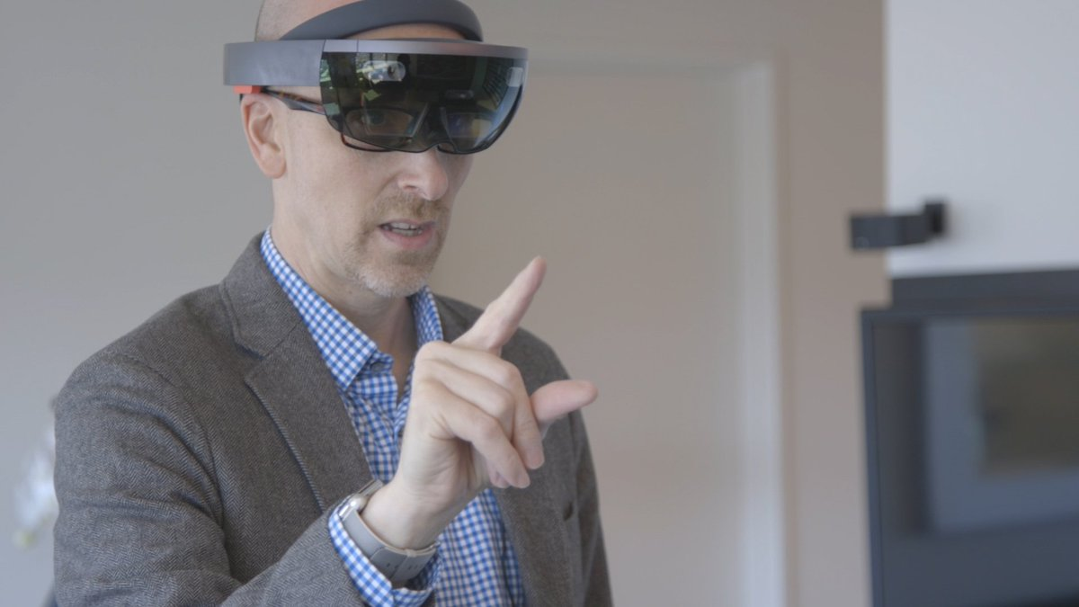 Microsoft HoloLens is the best of the real and virtual worlds combined