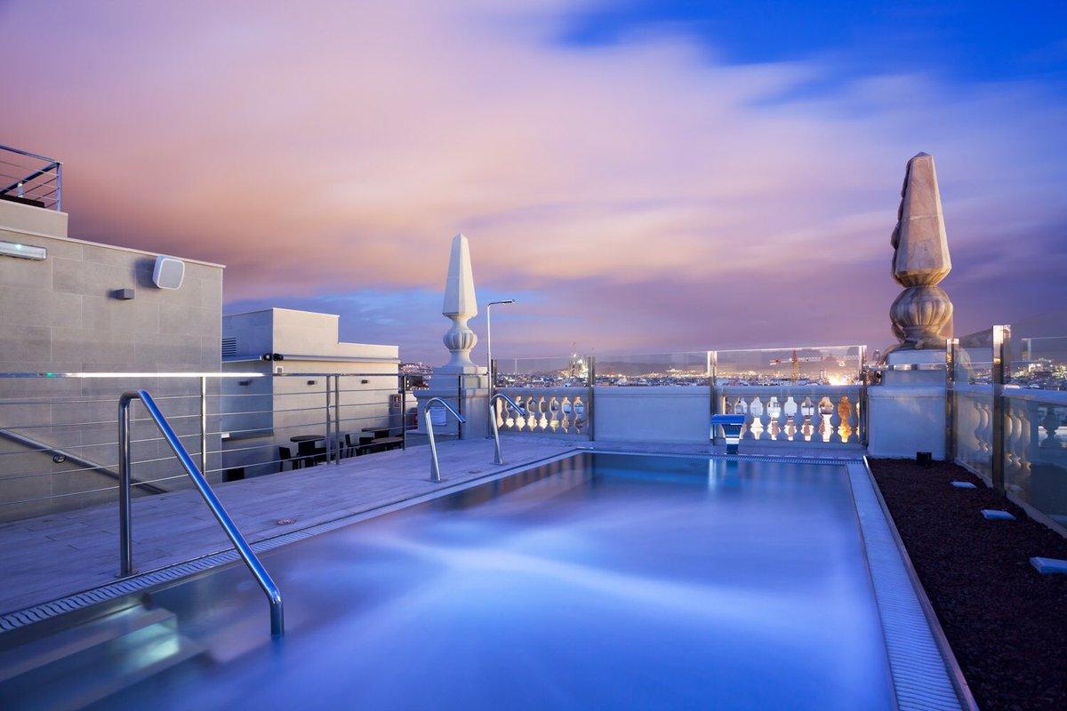 Vaya fotón nos ha hecho el fotógrafo de arquitectura @ARCHIgraphics en la terraza del @AVPalace pic.twitter.com/q4ocL9plfo