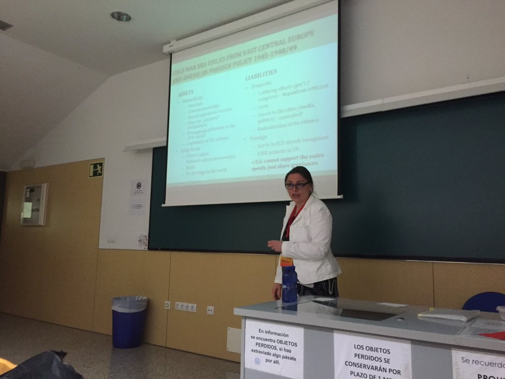 Anna Mazurkiewicz on the assets and liabilities of East Central European exiles in the early Cold War  #ESSHC2016 https://t.co/eOGNrzWsxS