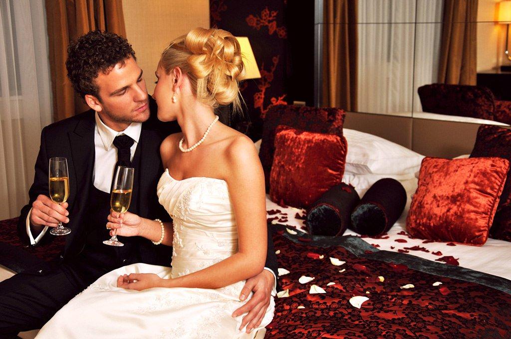 нашем целуются в отеле фото позже, ближе