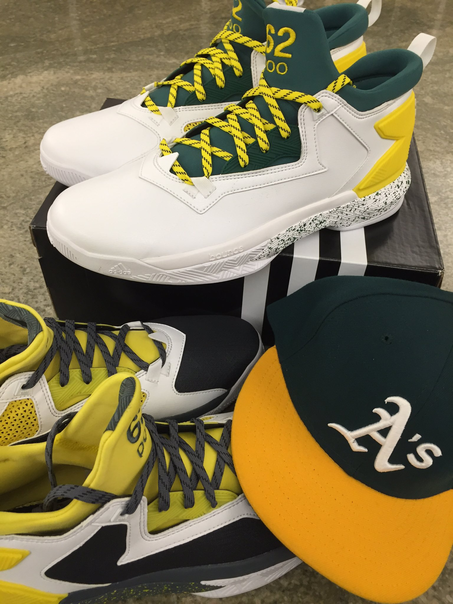s/o to @adidas for hooking it up with the custom Oakland inspired green & gold @Dame_Lillard kicks! https://t.co/HUFjNt3AMb