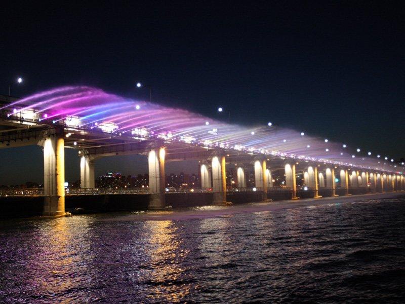 本日4月1日よりパンポデギョ(盤浦大橋)の月光虹噴水が稼動します!