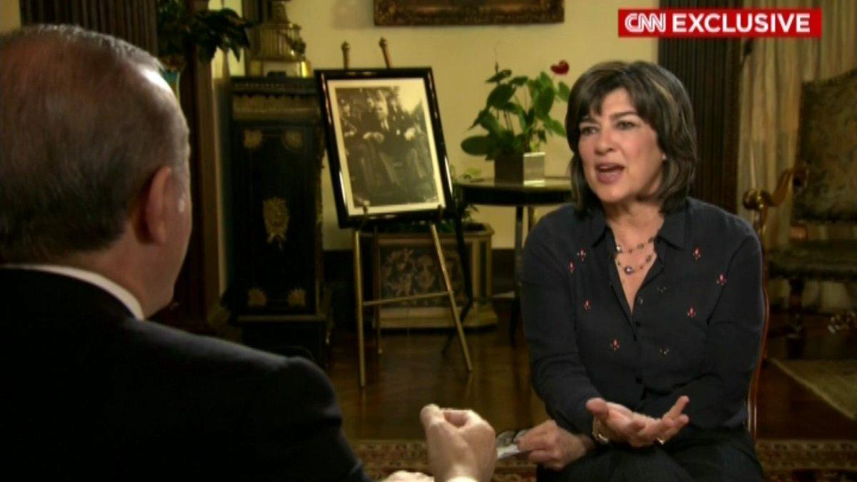 Christiane'in arkasındaki detayi görmedik değil. :) @camanpour #Atatürk @cnni https://t.co/AdNVfbzSfj