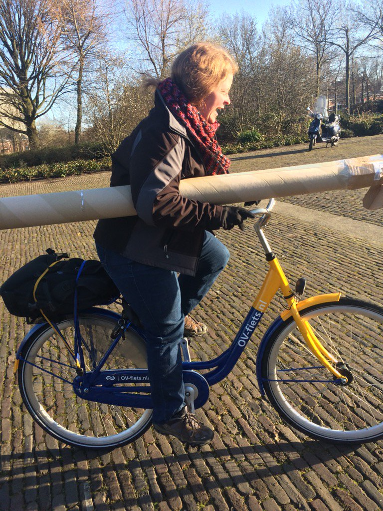 Our masterclass host @nikkipugh is trying the Dutch way of bringing materials to the venue for The Art of Play! https://t.co/y4sZJc7Jew