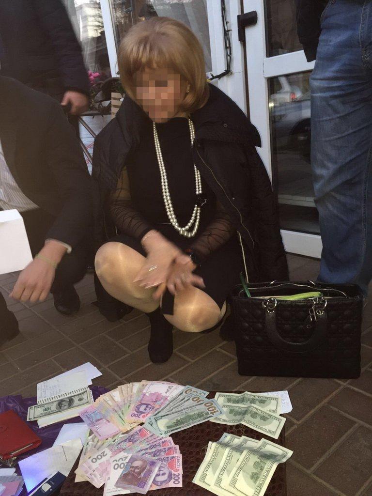 """СБУ задержала на взятке декана одного из вузов Одесчины: """"Она систематически требовала $300-1500 от студентов за сдачу экзаменов"""" - Цензор.НЕТ 5399"""