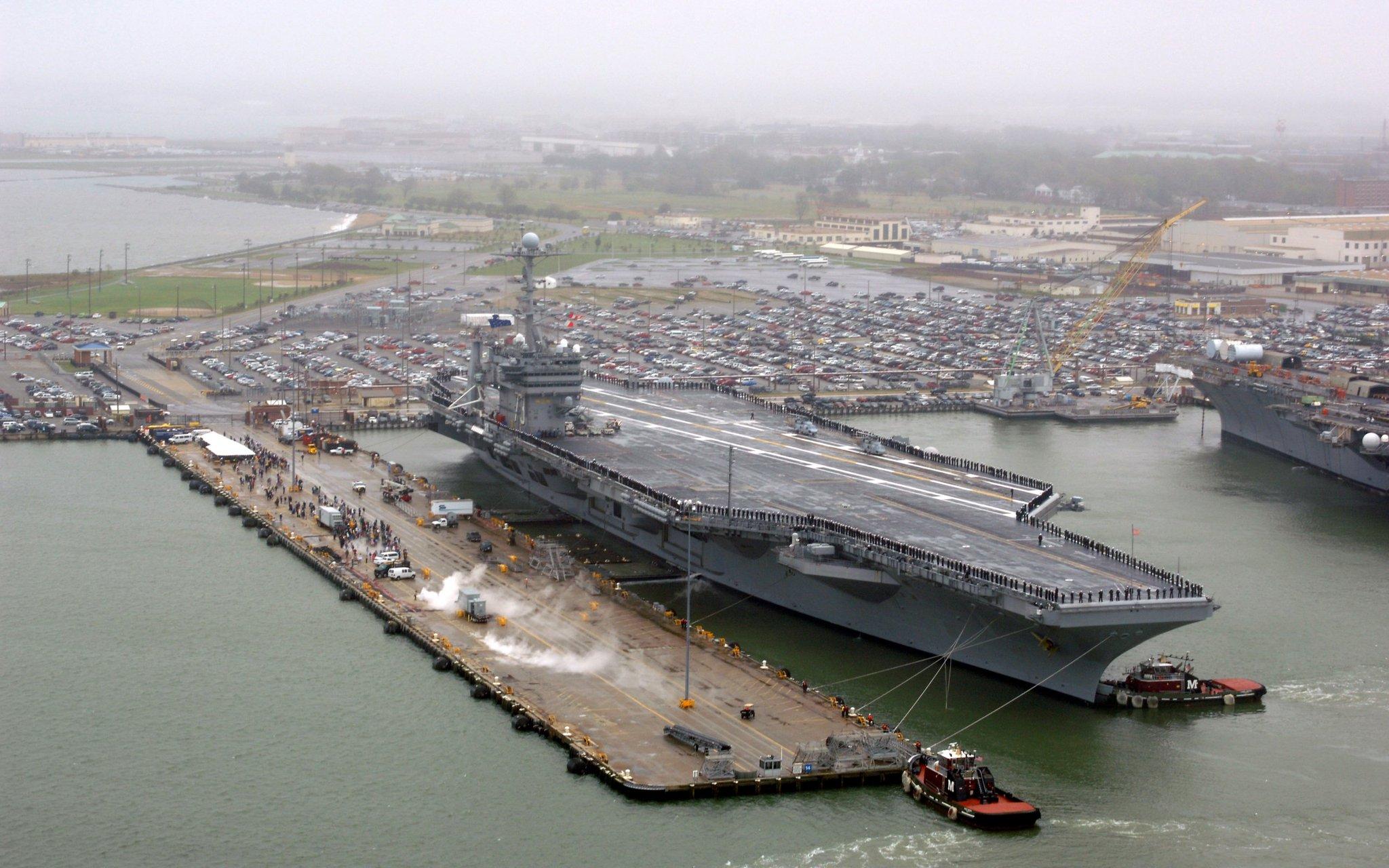 картинка крейсер сверху в порту начался ноябрь скорее